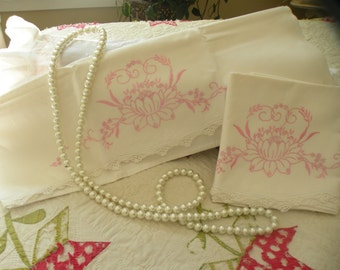 1930s Anitque Elegant Lily Pillowcase Set