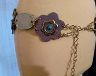 Belt thick faux, jean and metal flower motif