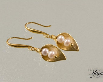 Pearl on Calla flower gold plated