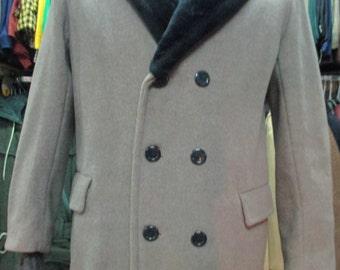 Giaccone doppio petto da uomo anni 40/50 con collo di pelliccia sintetica.Pura lana. Color castoro/1940's men's jacket with faux fur collar