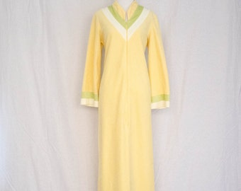 Vintage 1960's - 70's 'Lady Of Leisure' Pale Yellow Fleecy Housecoat / Housedress Size M