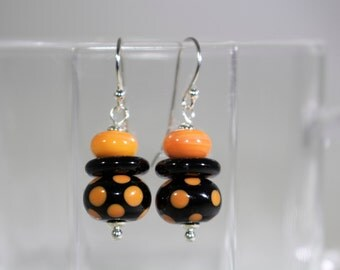 Black and orange polka dot lampwork bead