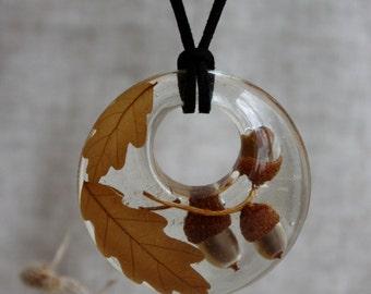 Acorns pendant. Oak Leaves pendant. Oak leaves and acorns epoxy resin. Pendant epoxy resin.