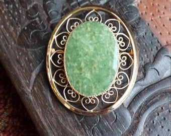 Jade brooch in 14kgf over sterling