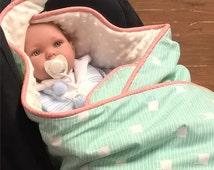 Hooded car seat swaddle blanket: 'Fuzzy Friends' - mint