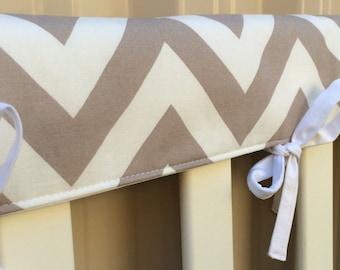 Reversible cot teething rail cover - Large beige chevron
