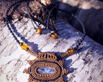 Spring equinox macrame necklace with kyanite and baltic amber for communcation, dreaming, clearing and protection