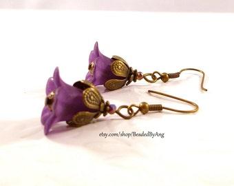 Purple Earrings, Lucite Flower Earrings, Purple Flower, Purple Drop Earrings,Purple Flower Earrings, Spring Earrings, Vintage Style Earrings