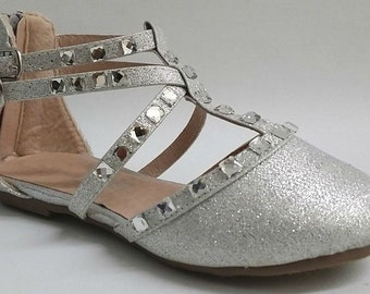 Girls shoes silver glitter rhinestone flats Pageant shoes, dance shoes, flower girl shoes. Girls formal shoes. Girls glitter flats shoes.