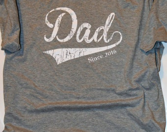 New Dad  gift. 1st Father's Day gift. Dad Since 2016 T Shirt