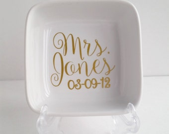 Personalized Ring Holder - Mrs Dish - Ring Holder - Engagement Gift - Gifts for her