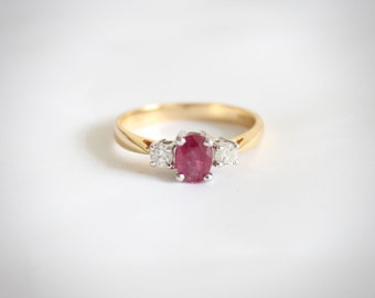 Vintage 18t Gold Ruby and Diamond Ring