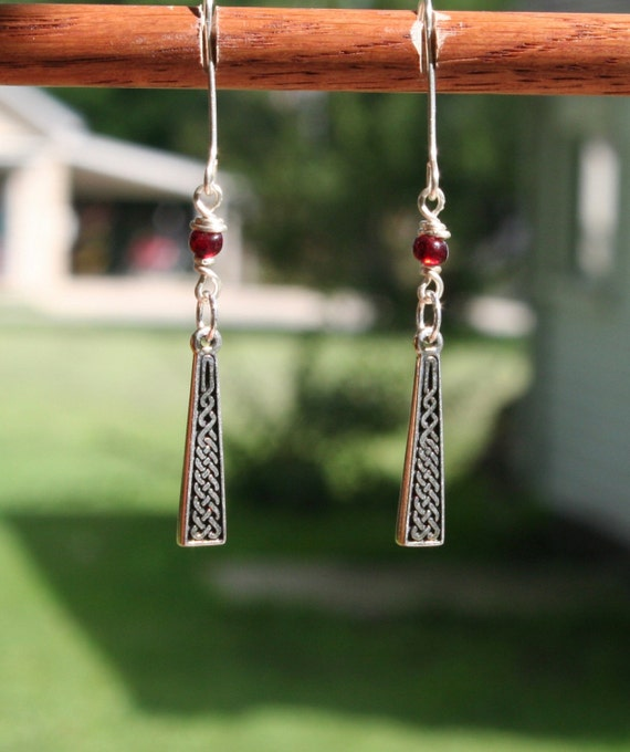 Sterling Silver Celtic Knot Earrings (rb)