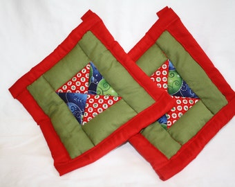 Christmas Potholders- Set of two, Holiday Potholders, Quilted Potholders, Christmas Cookware, Holiday Cookwear, Holiday Kitchen