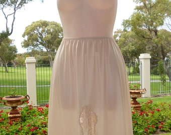 "Vintage Cream Triumph half slip with lace detailing and 10"" split, Silky Nylon Size 14"