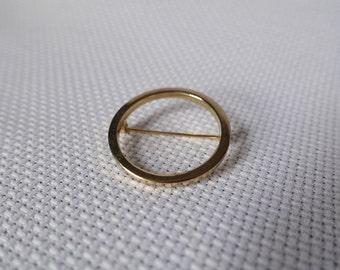 Simple gold circular pin