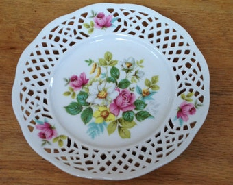 """Vintage Floral Reticulated Decorative Plate 7.5"""" across. In Very Good Condition."""