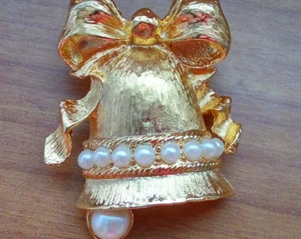 Signed Vintage Richelieu Faux Pearl Bell Brooch