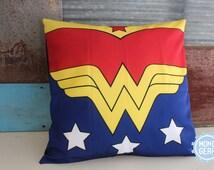 Wonder Woman Vintage Decorative Pillow Cover, Super hero Pillow, Comic Pillow Cover, hero Home Decor, Gift ideas