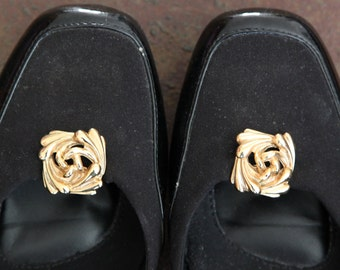 Gold swirl shoe clips