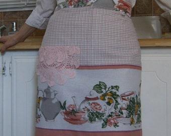 Women's Half Apron, Women's Apron, Upcycled Apron, Vintage Apron, Apron From Vintage Tablecloth & Doily