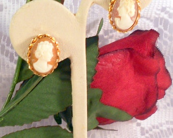 Van Dell Earrings 12K Gold Filled Hand Carved Shell Cameo Screw Back Earrings - Very Vintage