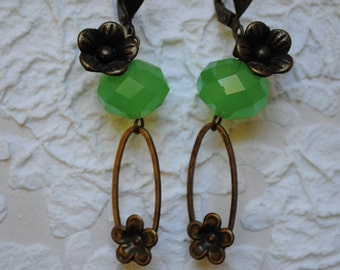 Flowers in brass and faceted green glass earrings
