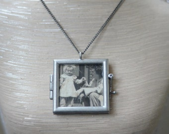 Double-sided Reversible Clear Locket Necklace with Vintage Photograph
