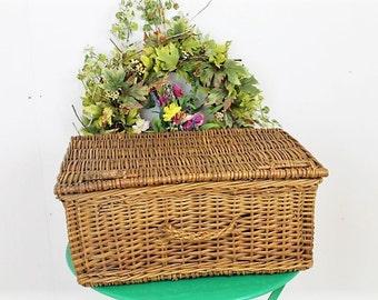Vintage 1950's Wicker Picnic Hamper/ Wicker Hamper/Picnic Basket/Storage Basket/Decorative Basket