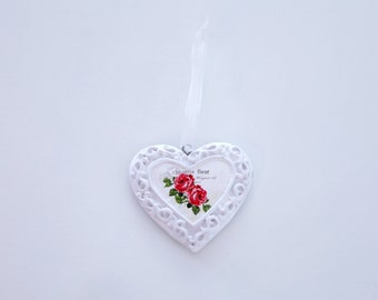 Heart shaped hanging ornament with pink roses. Shabby chic / romantic / girly. Perfect for home decoration or even the Christmas tree.