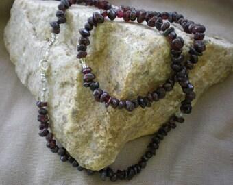Garnet Gemstone Nugget Necklace