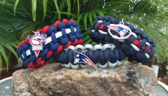 New England Patriots Paracord Bracelet, assorted color schemes shown, many team colors and 3 charm options
