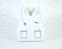 Doctor/nurse white shirt with pink stethoscope favor box