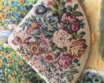 1940s Skokan Triangle Compact with Needlepoint Flower Print
