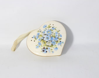Potpourri Heart Porcelain, Blue Flowers and Gold Trim / Treasure Masters - Japan