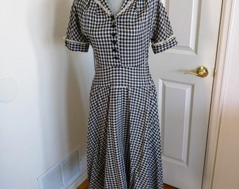 Vintage Day Dress, Black and White Cotton Gingham, Crocheted Lace Trim on Collar & Cuffs, Full Skirt, Ca. 1950s