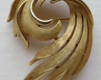 Vintage Trifari Brooch Crown Trifari Pin Gold Tone Pin Vintage Jewelry Costume Jewelry Brushed Gold Tone Brooch Vintage Pin Trifari
