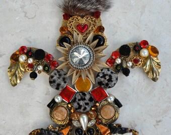 Fleur de lis wall hanging vintage jewelry