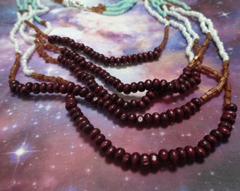 Necklace turquoise, white, brown and red wooden beads (* abalzerthing *)