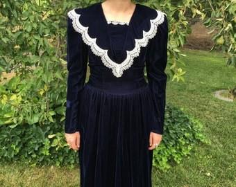 Vintage 1980s GUNNE SAX by Jessica McClintock Velvet Navy Blue Edwardian Lace Long Sleeve Formal Dress