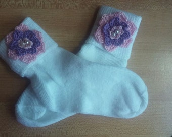 Socks white of cotton decorated with crochet flower