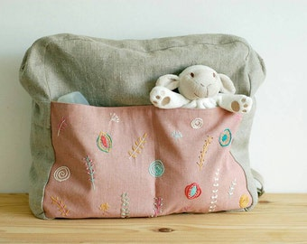 Baby backpack in natural and pink linen, with hand embroidered floral design - Lullaby Collection- OOAK