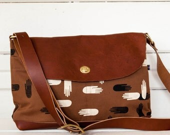 Las Manos Messenger Bag