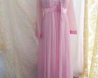Lavender Vintage Peignor Gossard Artemis 60s Negligee Purple Vintage Nylon robe Satin bell sleeves nylon nightgown Vintage Wedding set M