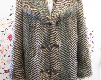 Textured OWL Feather Faux FUR COAT Fully Lined with 4 pockets  Size 42 Chest Unisex