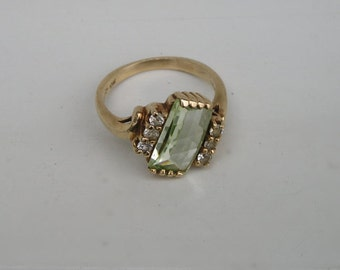 Vintage 10K gold Inspiration Green & White stone Ring Size 6