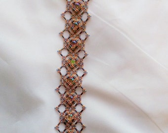 Hand Beaded Lace Bracelet with Swarovski Paradise Shine Chatons and 18 kt gold Vermil clasp