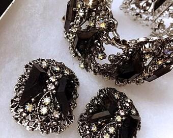 Vntg JULIANA Wide Link Bracelet Earrings 1950s Black Onyx Aurora Borealis Stones DELIZZA & ELSTER 50s Filigree Silver Tone Chunky Clip On