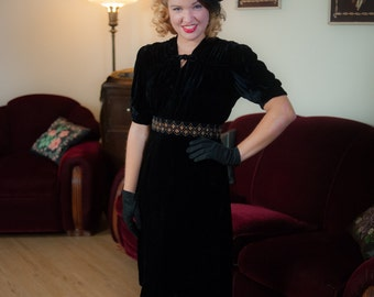 Vintage 1930s Dress - Sultry Black Silk Velvet Late 30s Dress with Elegant Drape and Kitten Bow