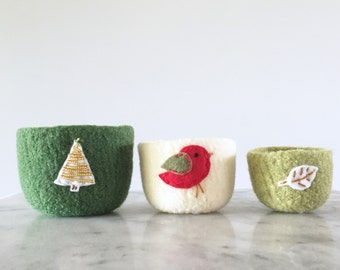 Christmas nested felted wool bowls - metallic gold tree, red bird, and leaf - holidays home decor - candy bowl - nested  - stacking bowls